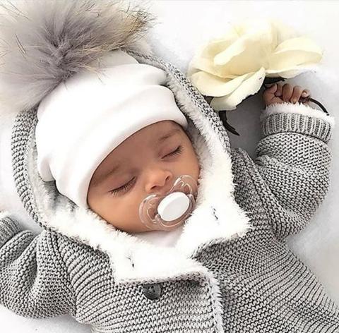 لباس نوزاد را مناسب همان فصل بخرید.