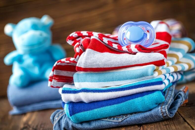 انتخاب پارچه مناسب برای لباس نوزاد بسیار مهم است.